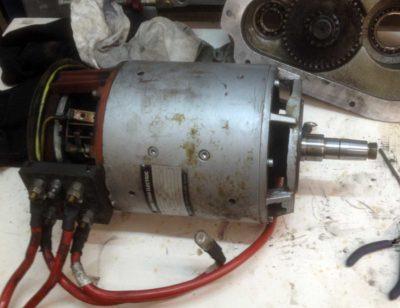 Motor ausgebaut ohne Getriebe