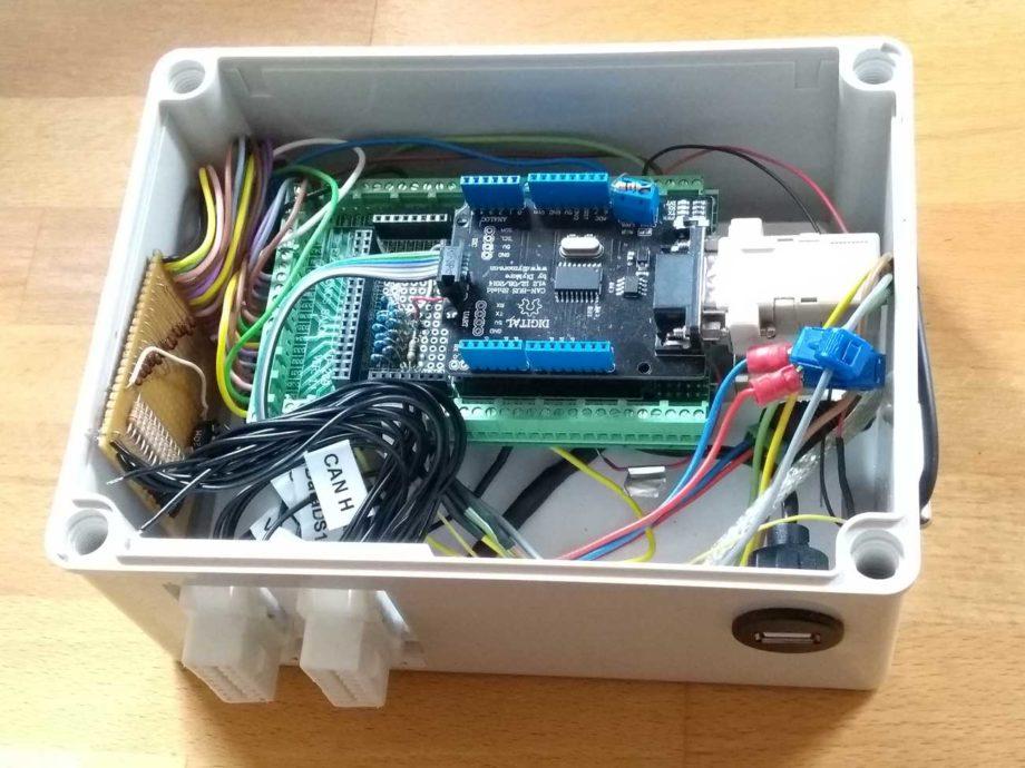 CAN Box mit installierten Komponenten