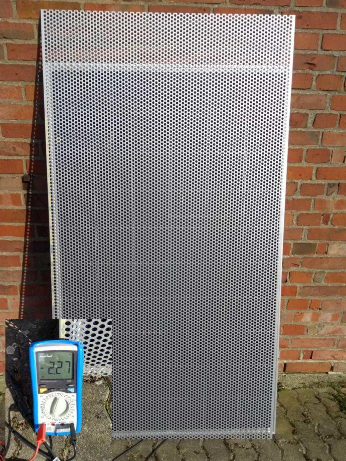 Solarmodul Verschattung Lochblechtest