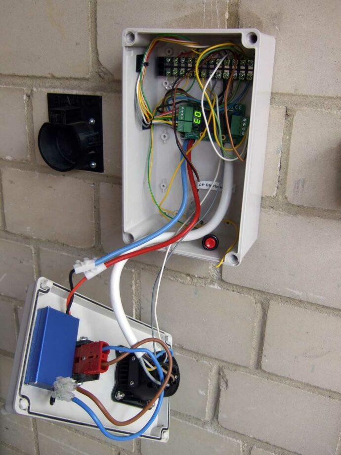 Wallbox Innenansicht mit Ladeelektronik
