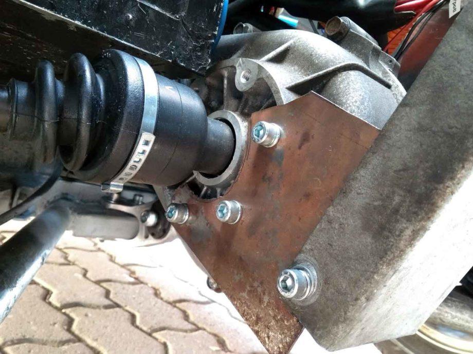 Motoraufhängung am Getriebe